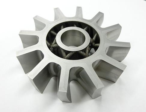 3Dプリンタならではのラティス構造・中空構造によって、軽量化を実現。材質を変えずに軽量化を可能にします(中実構造に比べ44%軽量化を実現)。