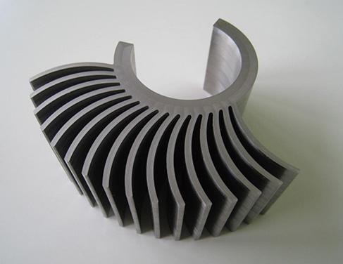 従来分割で製造されていたガスチャネルと呼ばれる複雑な内部構造をもつ部品も、一体で造形可能。