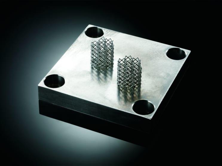 メッシュ構造のような切削加工できない複雑な構造も自由に設計できます。