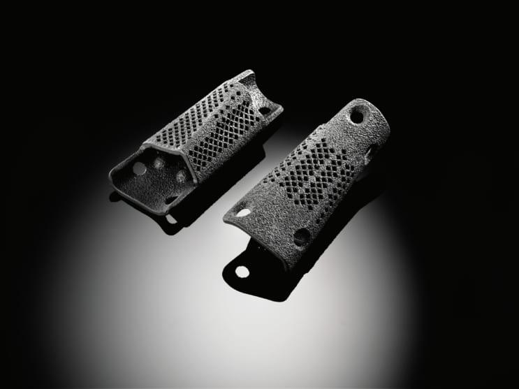 骨の欠損を補填する目的で使われます。骨が成長して入り込むための微細なメッシュ構造も造形可能です。